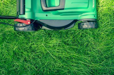Rasenmäher als Richtfestgeschenk